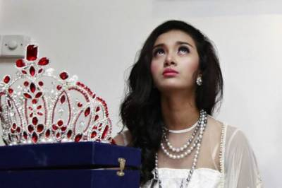 Myanmar beauty queen stripped of her title after Rohingya comment