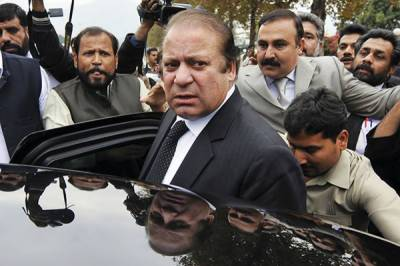 Ousted PM Nawaz challenges AC's dismissal of plea to club references