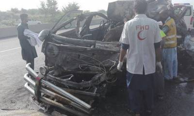 20 dead, dozens injured as passenger van rams into truck in Khairpur