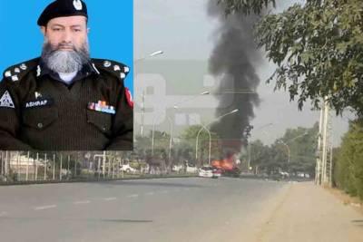 Peshawar: AIG Ashraf Noor, gunman martyred in explosion