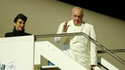Amid Rohingya crisis Pope begins Myanmar trip