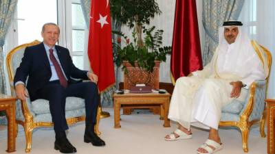 Iran, Turkey ink deal with Qatar to ease Gulf blockade