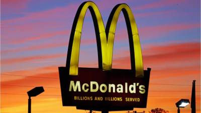 McDonald's guard forces Muslim student to remove headscarf
