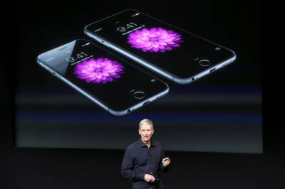 Apple apologises after outcry over slowed iPhones