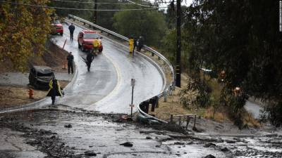 California mudslides kill 17, thousands evacuated