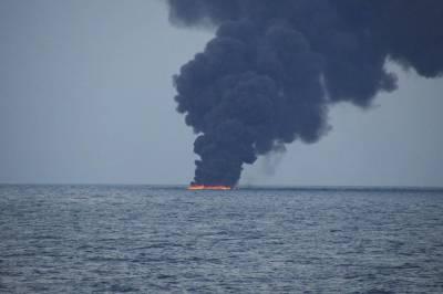 Stricken oil tanker leaves 10-mile oil slick in East China Sea