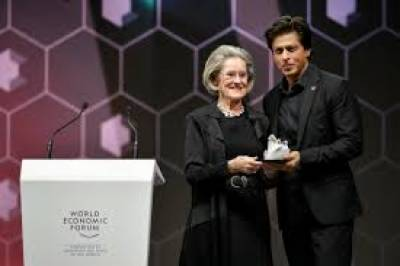 Bollywood king SRK receives award for human rights awareness at WEF