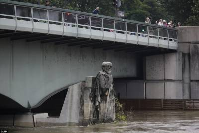 Paris may submerge on Saturday as River Seine continues to rise