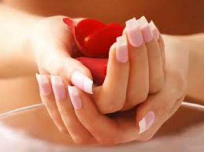 Get rid of dark finger joints with easy natural remedies