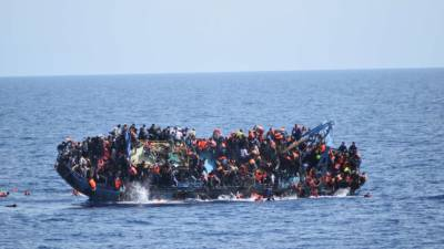More than 90, mostly Pakistanis, feared drowned after boat capsizes off Libya