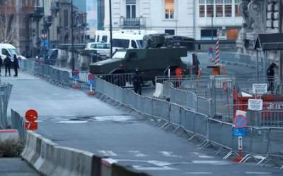 Paris attacks suspect silent as trial begins