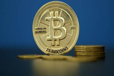 US Senate to spotlight virtual currencies as bitcoin plunges