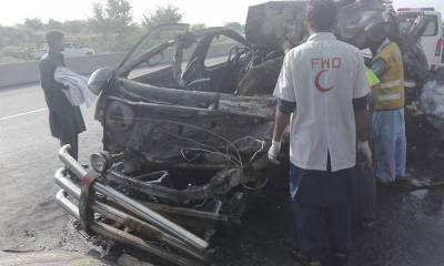 4 dead, 3 injured as trailer rammed into van