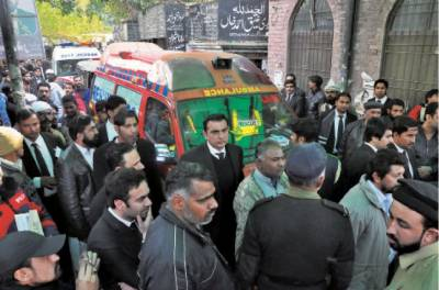 Two lawyers killed in crossfire outside Lahore's Sessions court