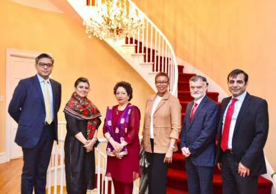 Maleeha Lodhi hosts welcome dinner for new Chinese colleague