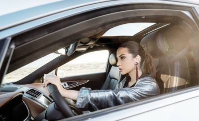 Saudi fashion designer highlights women's ability to drive, lead