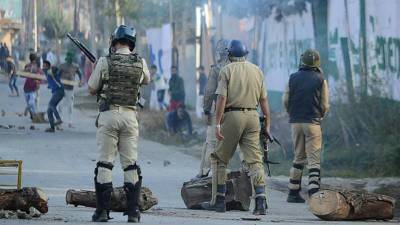 Indian forces kill 13, injure more than 100 in occupied Kashmir