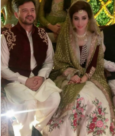 Ayesha Khan looks gorgeous at her mehndi ceremony (Pics)