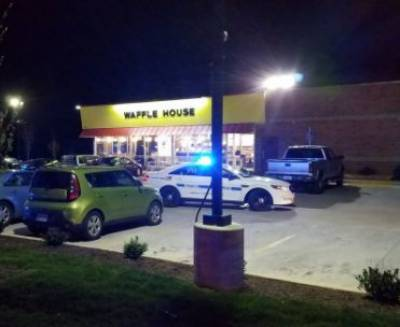Tennessee restaurant shooting: Nude gunman kills 3, injures 4