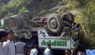 At least 19 labourers killed as truck loaded with cement overturned
