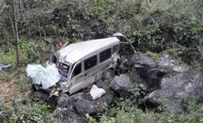 9 killed, 6 injured as van plunges into ravine in Mirpur