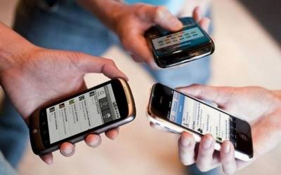 Top court suspends tax deduction on mobile phone cards