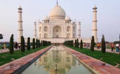 Hindu group booked for assaulting Taj Mahal gate