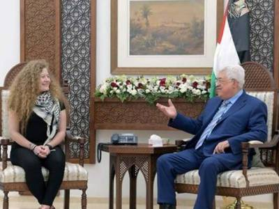 Palestinian girl who slapped Israeli soldier meets Mahmoud Abbas