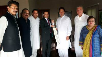 Indian HC meets Imran Khan, congratulates him over election victory