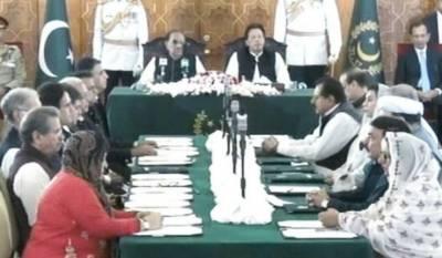 PM Imran Khan's 21-member cabinet takes oath