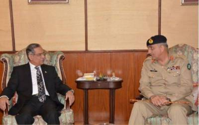 Army chief meets CJP, gives over Rs1b cheque for dams' fund