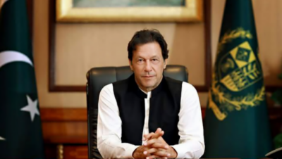 PM Imran arrives in Lahore to review govt's 100-day plan