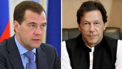 PM Imran meets Russian counterpart, invites him to visit Pakistan