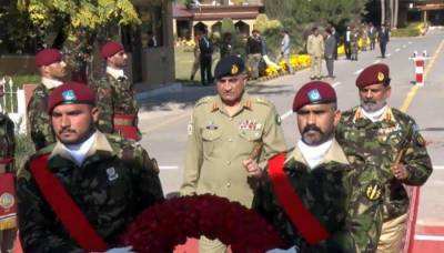Army chief lauds SSG's services in counter-terrorism operations