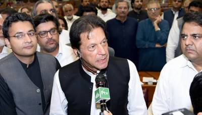 PM Imran orders to reshuffle SNGPL, SSGCL BoDs over gas crisis