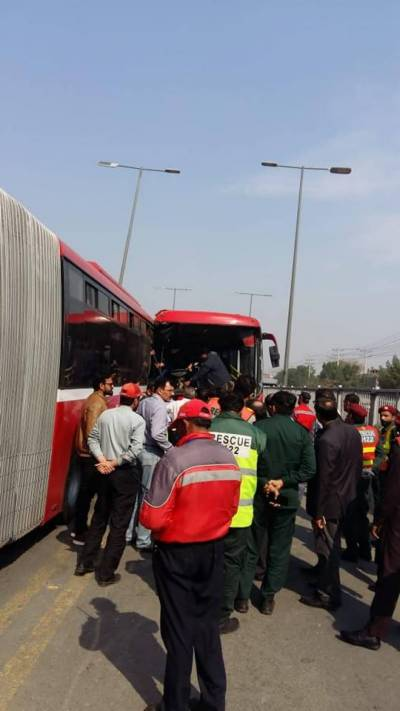 One killed, 17 injured in Lahore metro bus collision