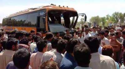7 including 6 student killed after bus rams into rikshaw in Bkhakkar
