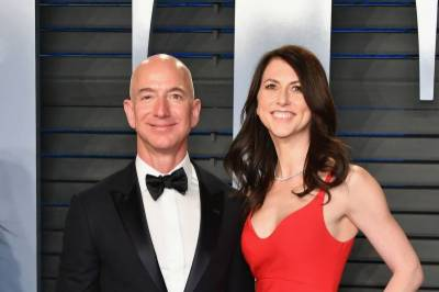 Jeff Bezos to keep 75% of couple's Amazon stock after divorce from MacKenzie