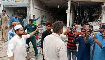 At least 20 injured in explosion inside Sadiqabad bank