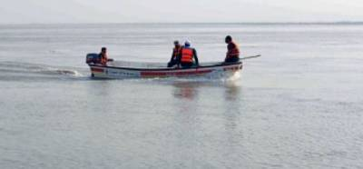 Rescue under way after boat capsizes in Indus River