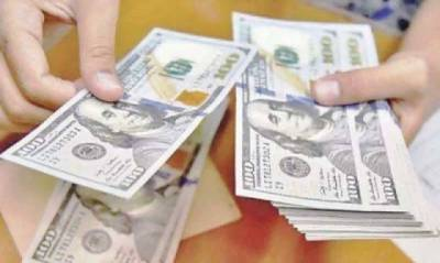 Dollar touches new all-time high at 164.50 against rupee