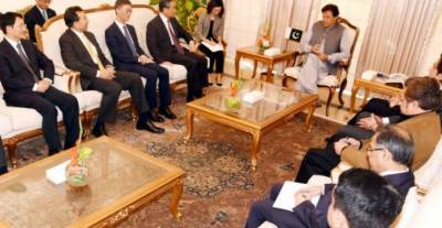Chinese FM Wang Yi calls on PM Imran in Islamabad