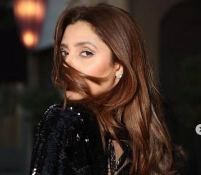 Mahira Khan's elegant look during Paris Fashion Week