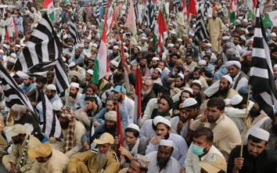 JUI-F's Plan B: Protesters continue to block highways across country