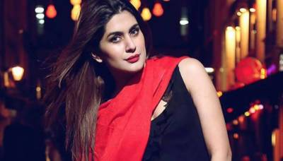 Kubra Khan refutes news of leaving showbiz
