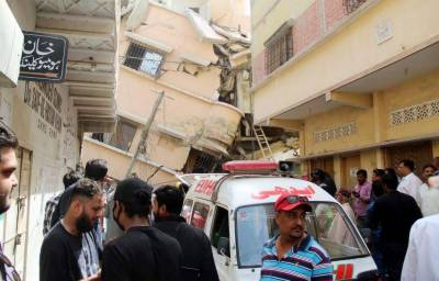Death toll from Karachi building collapse reaches 16