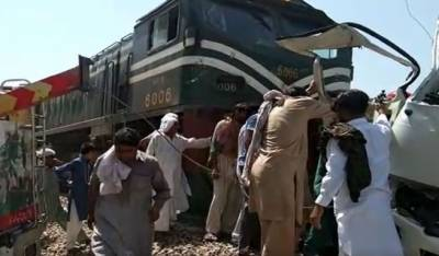 22 killed as train rams into coach carrying Sikh pilgrims near Sheikhupura