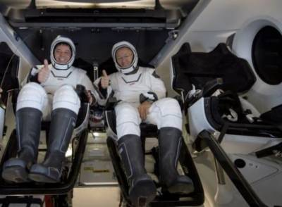 SpaceX capsule, NASA crew make 1st splashdown in 45 years