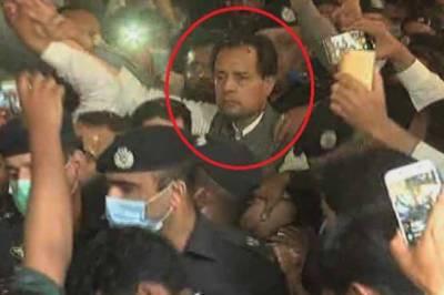 Captain(r) Safdar released on bail hours after arrest from Karachi hotel