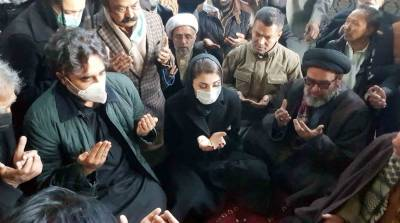Bilawal, Maryam visit Hazara protesters in Quetta, express solidarity with mourners